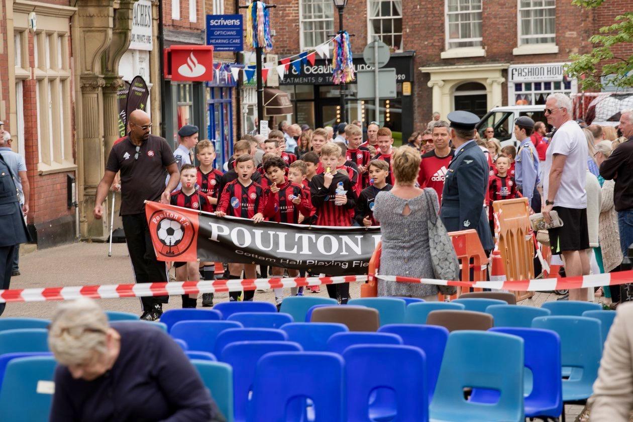 Poulton gala 2018 - Parade in Square